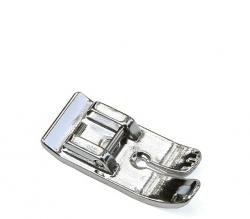 Pėdelė tiesiai siūlei plonoms medžiagoms (metalinė)