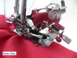 Raukinių ir klosčių siuvimo prietaisas