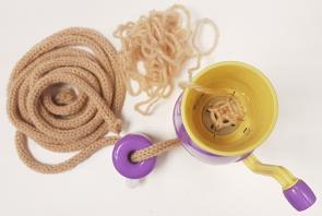 Įrankis virvučių nėrimui (lėlytė mezgimui)