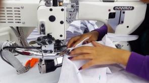 """Kansai Special NFS serijos 4-ių adatų 6-ių siūlų plokščiasiūlė siuvimo mašina su viršutiniu ir apatiniu padengimu tipo """"Flatlock"""""""